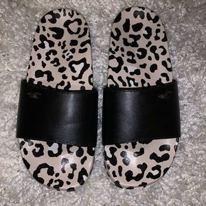 Hollister Cheetah Slides Size 7